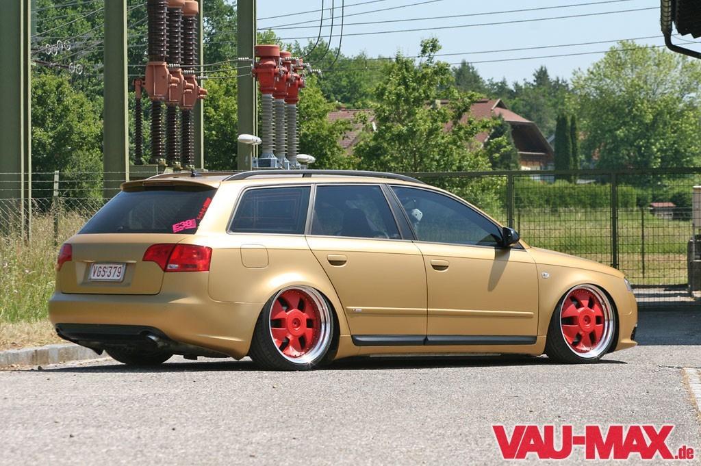 Manche treiben s bunt goldmatter 2008er audi a4 avant for Audi a4 interieur tuning