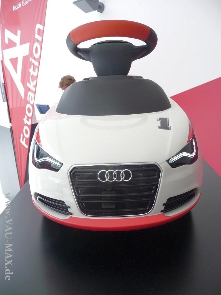 Die Audi-Bobby Cars: Vorsicht Rutschgefahr: die Audi A1 ...