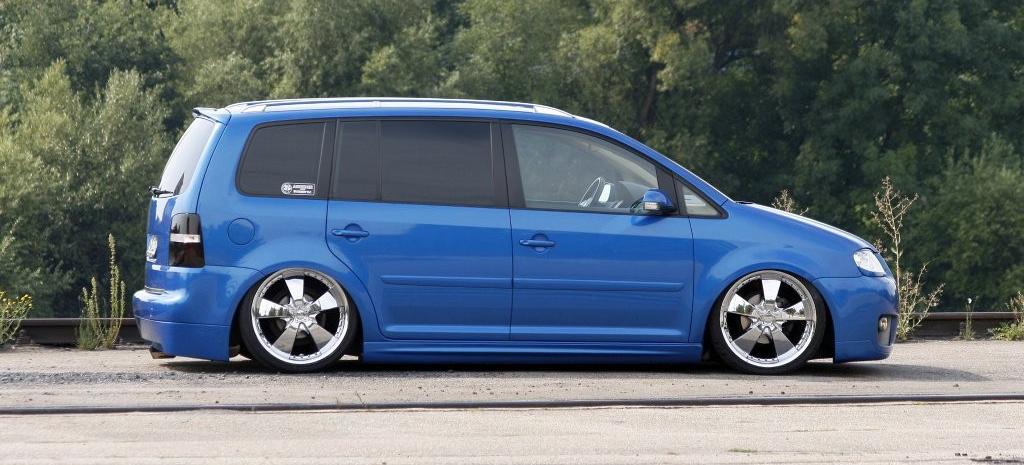touran blue in motion fettes tuning f r den vw mini van. Black Bedroom Furniture Sets. Home Design Ideas