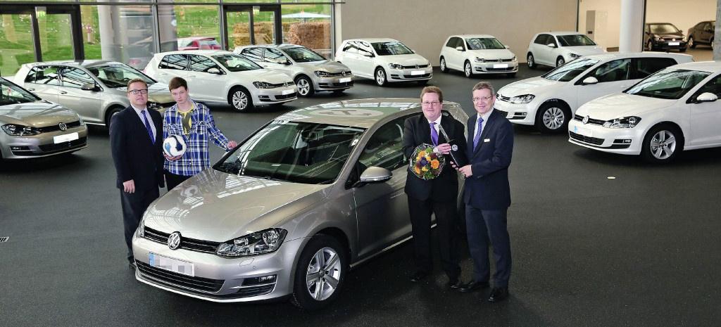 Der Erste Vw Golf 7 In Kundenhand Autostadt Liefert Die