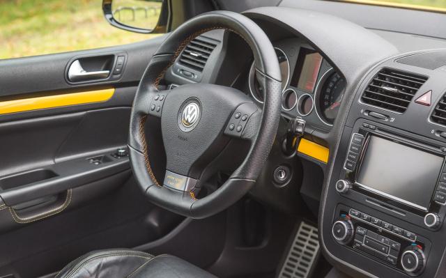 nummer 1 lebt erster von 100 vw golf 5 yellow speed in frankreich szenetauglich umgebaut auto. Black Bedroom Furniture Sets. Home Design Ideas