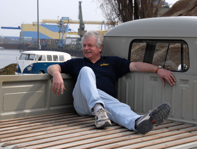 grau arbeiter mit originalen 348 kilometer vw doka im dornr schenschlaf klassik vau max. Black Bedroom Furniture Sets. Home Design Ideas